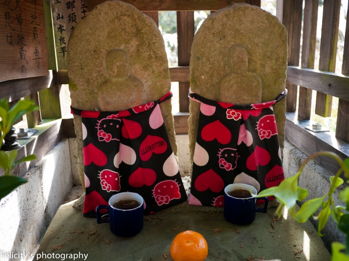 Dressed in their super cute aprons, these ojizou statues listen to the prayers of passing couples.