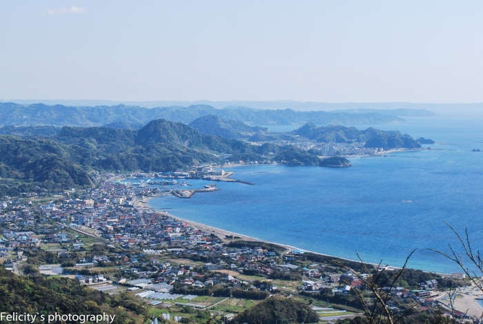 The nearby city of Kyonan, hard up against the sea.