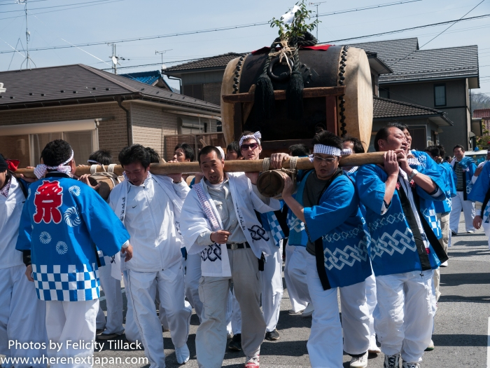 The main event of course was the Taiko. 400 years old, and probably just as many kilos (or more!), young men were drafted in from the local university to help carry it.