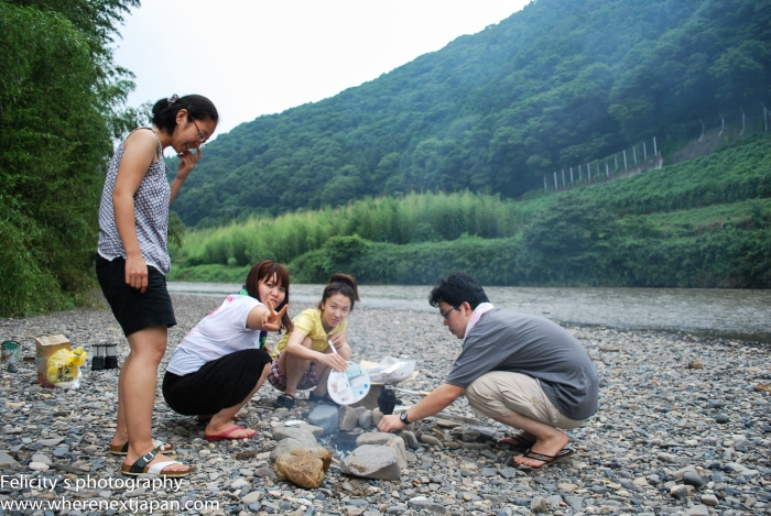 Natsumi, Hiro, her friend and Natsum's husband setting up a BBQ that would later be swamped by a rising river. Don't park in a river bed, folks.