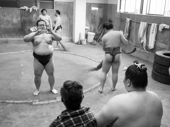 One of Minato Beya's sumo recently rose up the ranks, and is quite famous. A lot of people came to watch him, (and of course, get a picture taken).