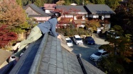 Miho showed me how to climb the roof. A guest wanted to join us, but we said no.