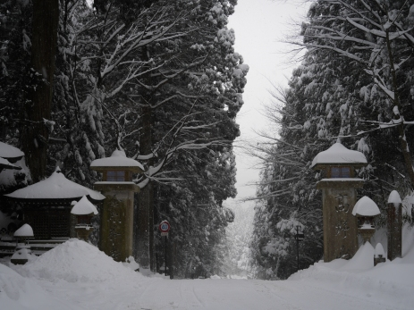 The gates to Koyasan.